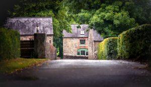 retouch-estate-entrance